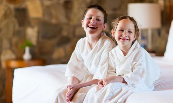 Quelques astuces pour sécuriser la chambre d'hôtel avec un enfant